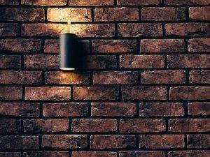 foto van een buiten wandlamp